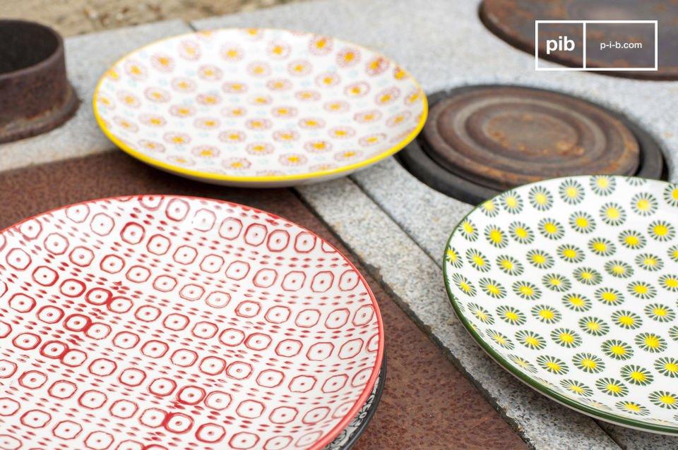 Ognuno dei 4 piatti ha un colore e dei motivi diversi