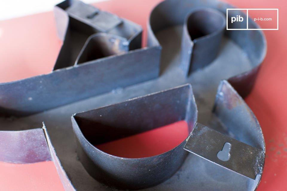La piccola & commerciale è un oggetto dal marcato stile vintage perfetta per un arredamento