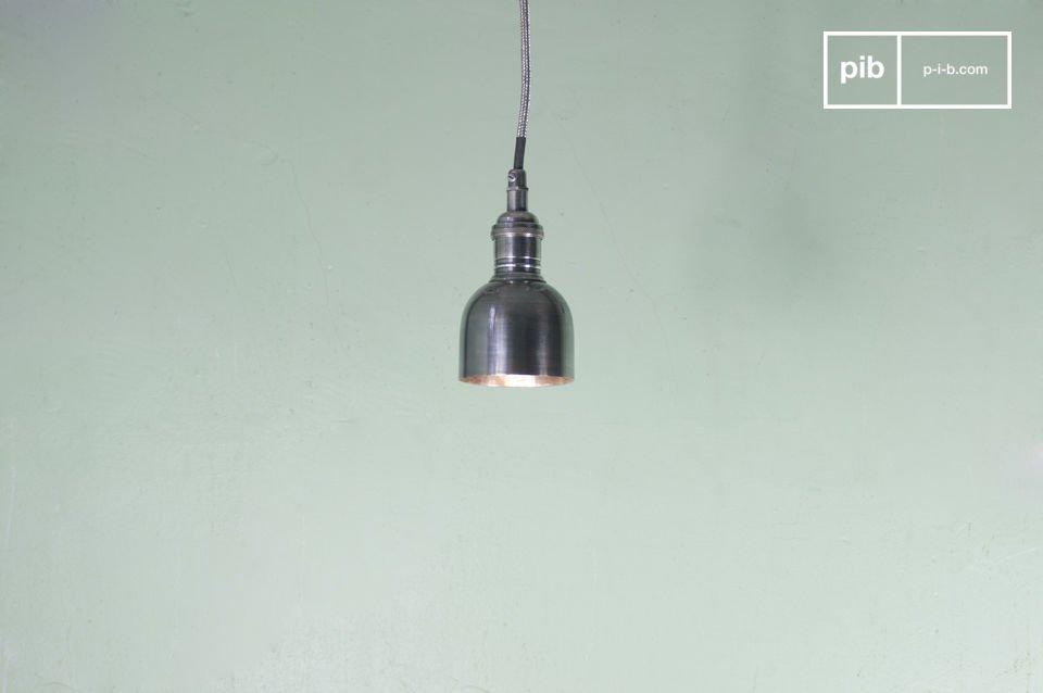 Appendendo una serie di queste lampadine dal look retrò creerete l\'illuminazione perfetta per la