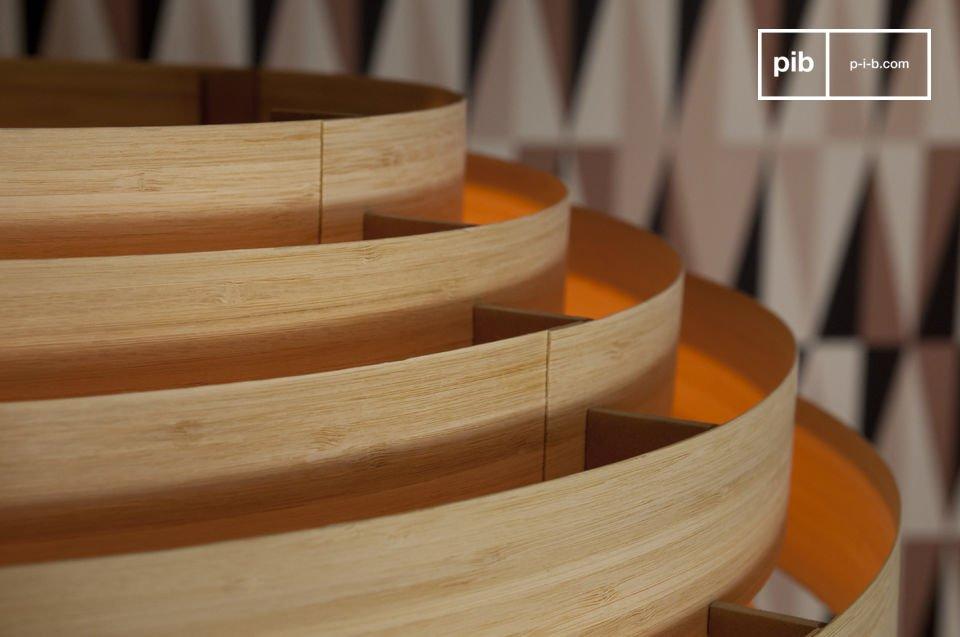 Questa plafoniera Bamboo conserva invariato tutto il fascino dello stile Scandinavo degli anni \'50