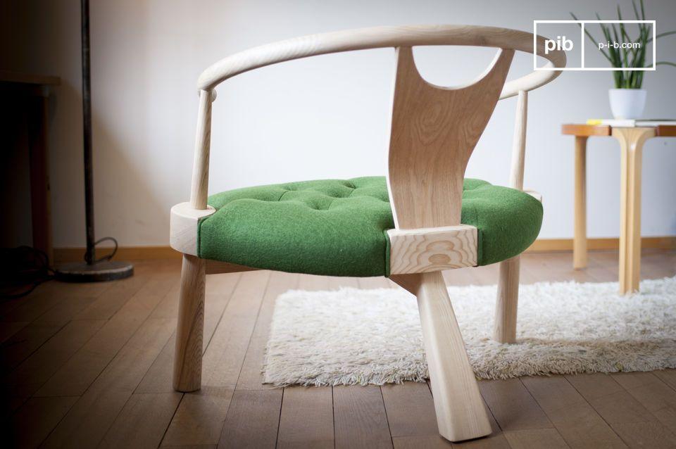 Un\'elegante tubazione intorno alla struttura in legno mostra la cura per i dettagli