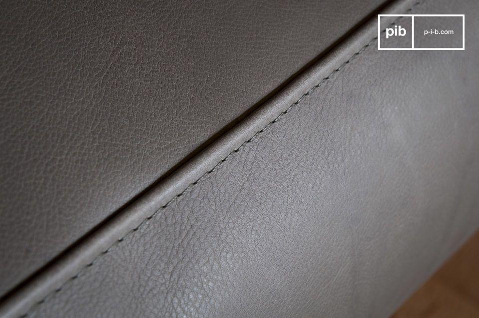 Con le sue linee vintage prese in prestito dagli anni \'60 e la sua struttura in pelle grigia