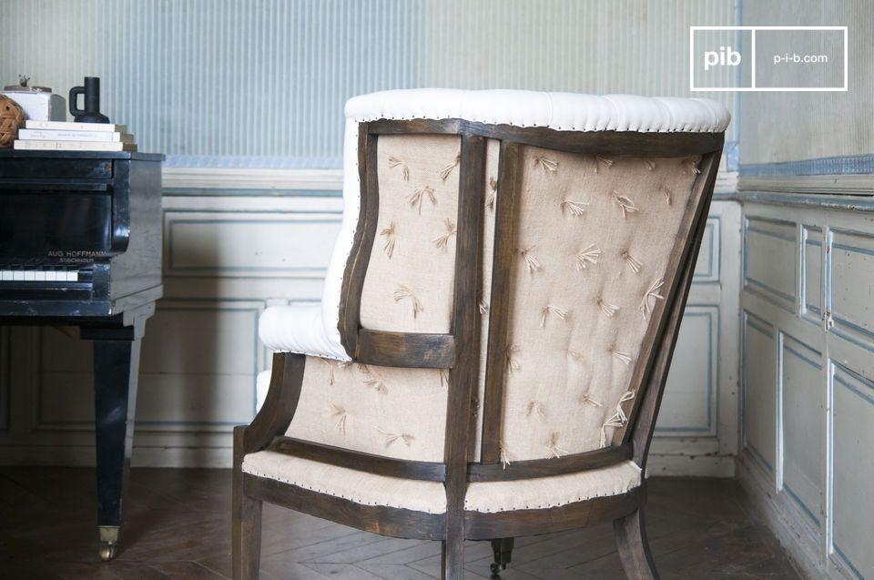 La poltrona Cambridge riprende le forme classiche tipiche dello stile country-chic per ottenere