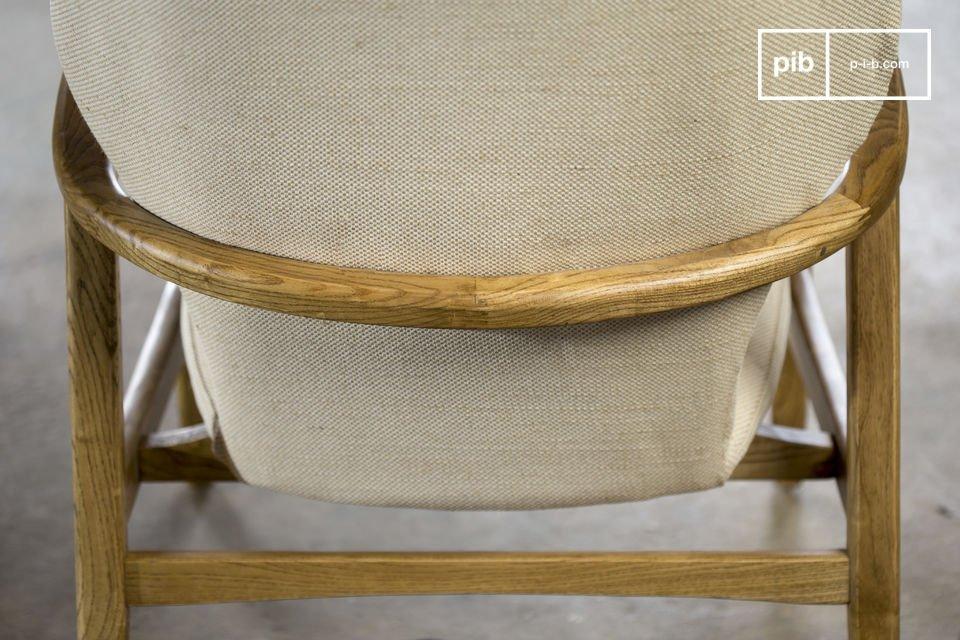 La seduta è composta da cuscini rimovibili imbottiti di mousse