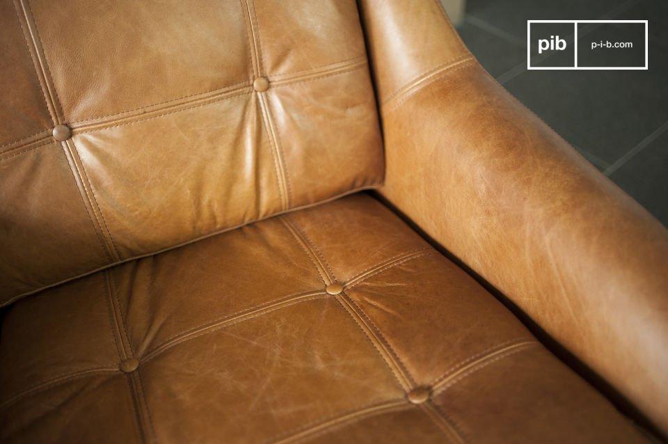 Il resto della poltrona è realizzato interamente in pura pelle ed ha un bellissimo color cognac