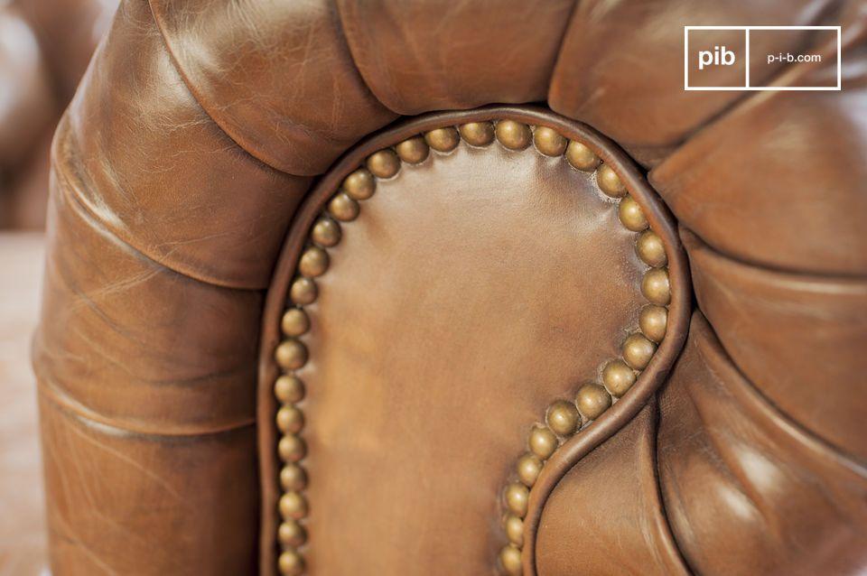 Il comfort di questa poltrona in pelle è assicurato dall\'utilizzo di metodi di produzione tipici