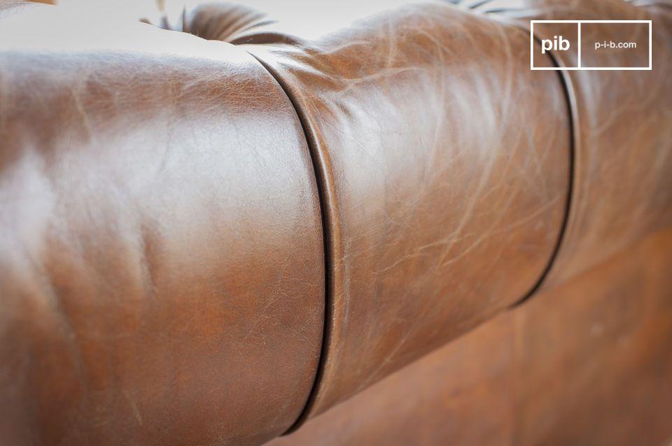 La seduta presenta un comfort eccezionale grazie alla struttura di cinghie e molle biconiche su cui