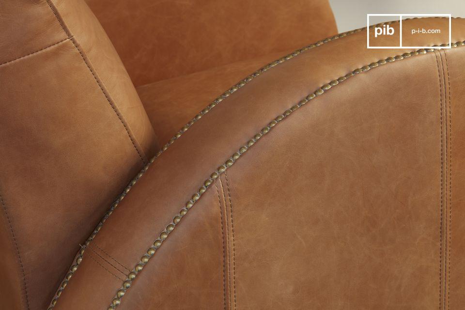 Il Rockefeller Camel è un modello da club con linee proprie del design art deco