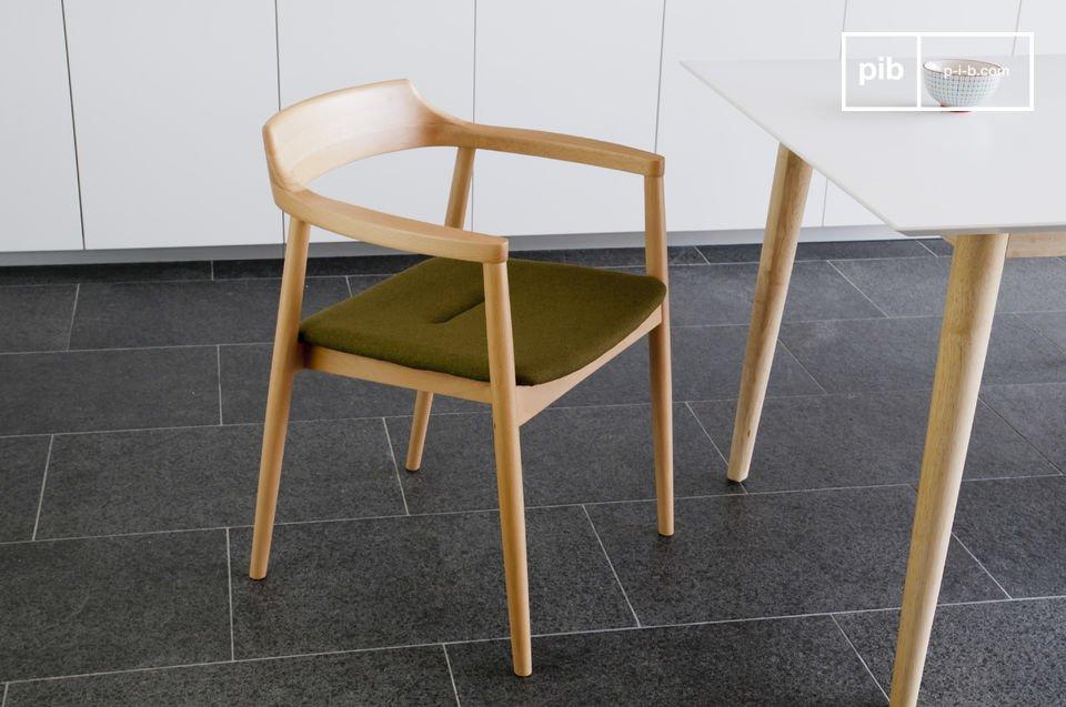 Tipica poltrona dal design scandinavo