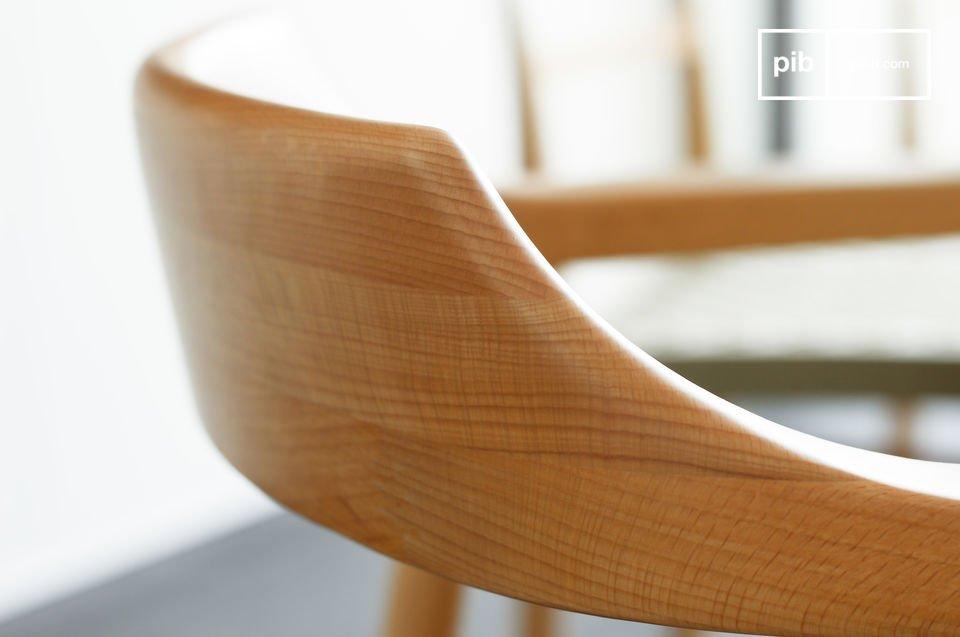 Le sedie moderne sono caratterizzate da una solida struttura di legno di faggio e da bellissime
