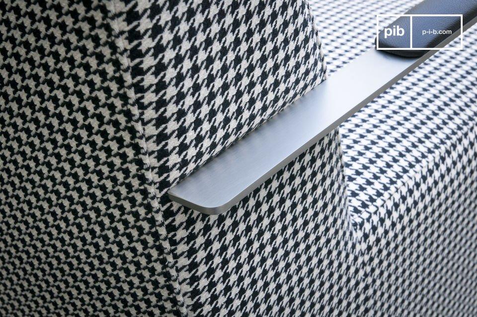 La poltrona Elthon ha un design unico: tessuto dal look retro