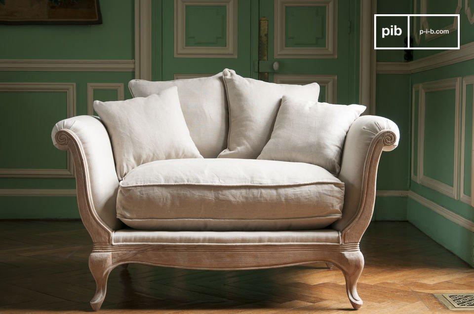 Viziati ad una comodità mai provata prima con i cinque grandi cuscini della Poltrona Grand Trianon