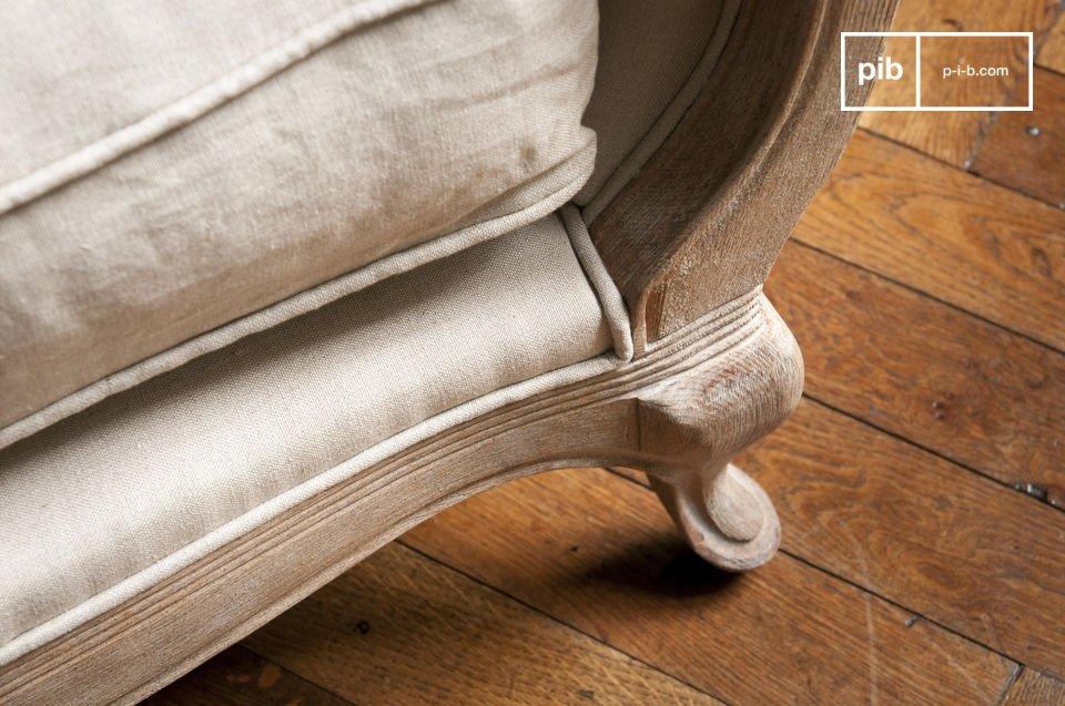 La Poltrona Grand Trianon è perfetta in un bel soggiorno o nell\'angolo di una camera da letto