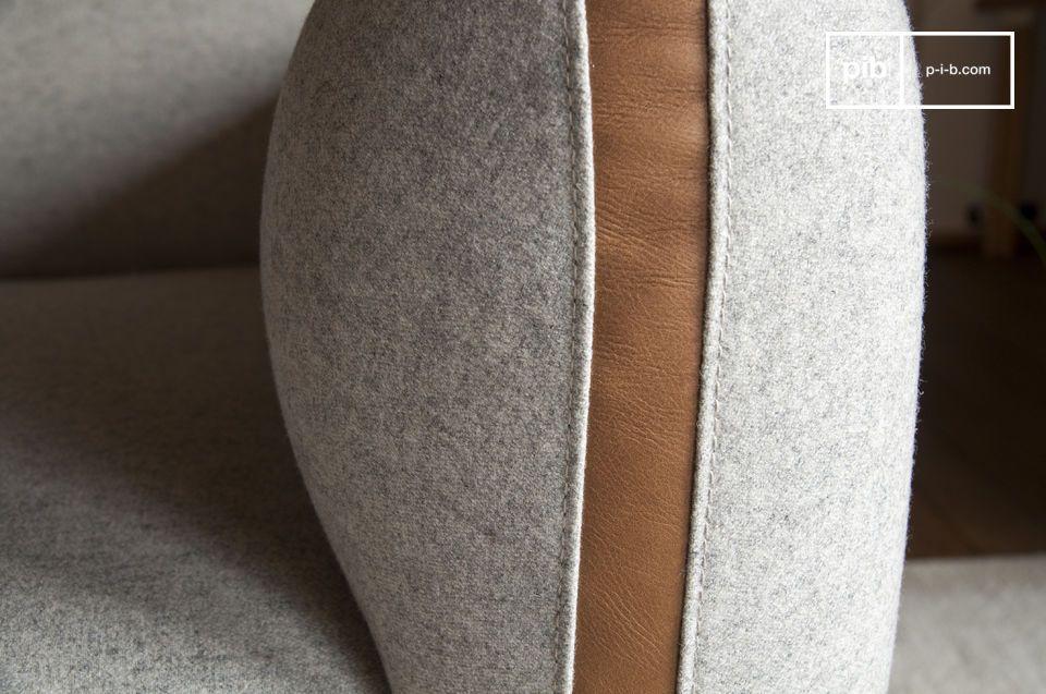 Questa poltrona in grigio chiaro richiama il look degli anni \'60