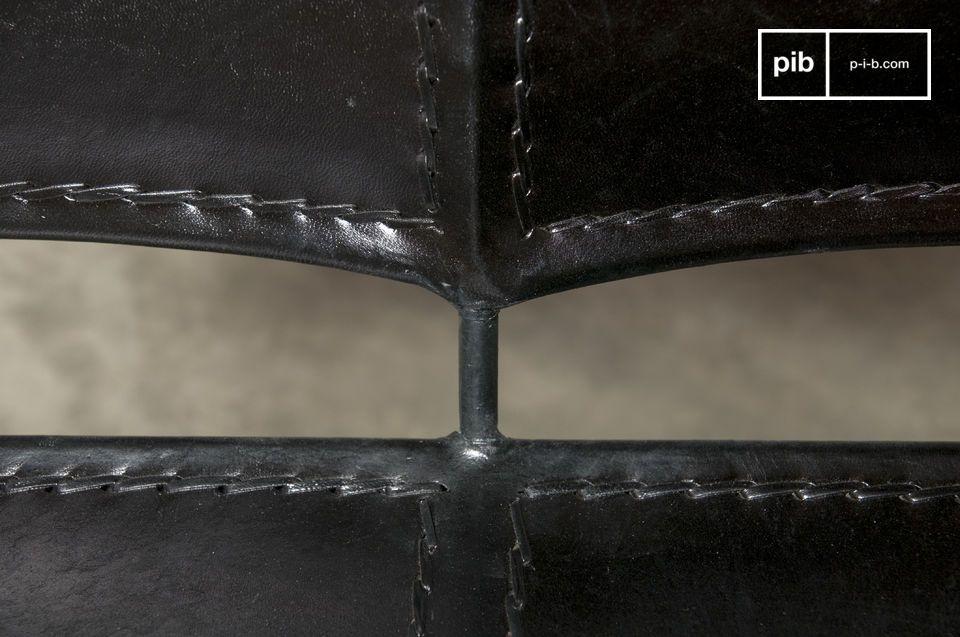 Una poltrona realizzata interamente in pelle e metallo dallo stile vintage latino che donerà un