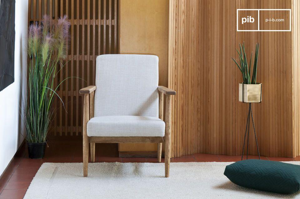 Una comoda poltrona ideale da collocare in salotto attorno ad un tavolino o in una camera da letto