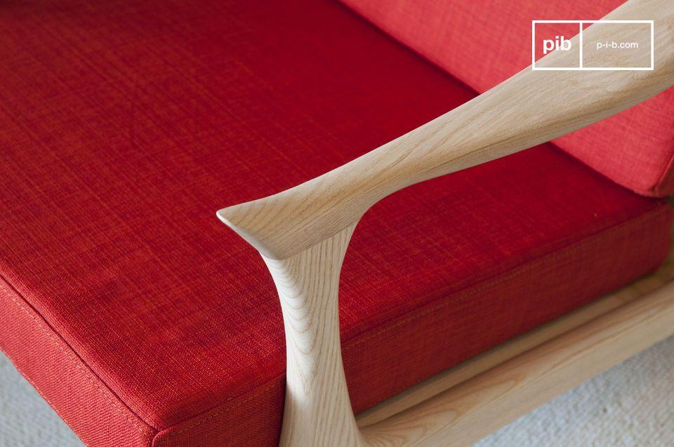 Questa poltrona dai colori vivaci con un design scandinavo ispirato agli anni \'50 darà un tocco