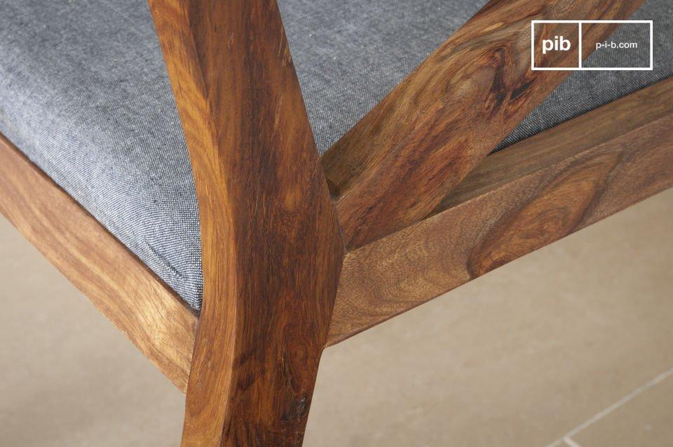 Seduta confortevole ed elegante  legno scuro
