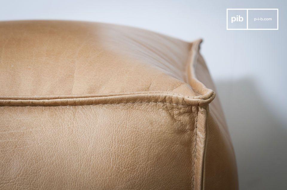 Il pouf in pelle Marsliden è apprezzato tanto per le sue dimensioni ideali quanto per l\'eleganza