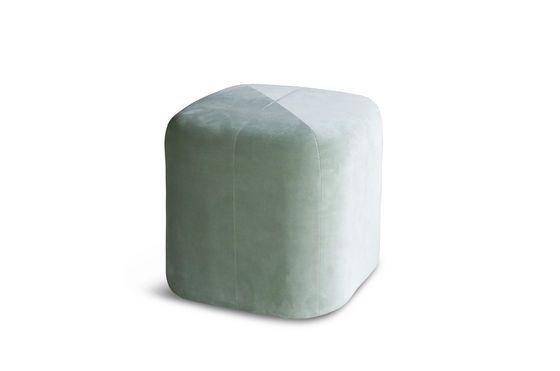 Pouf in velluto verde Skagen Foto ritagliata