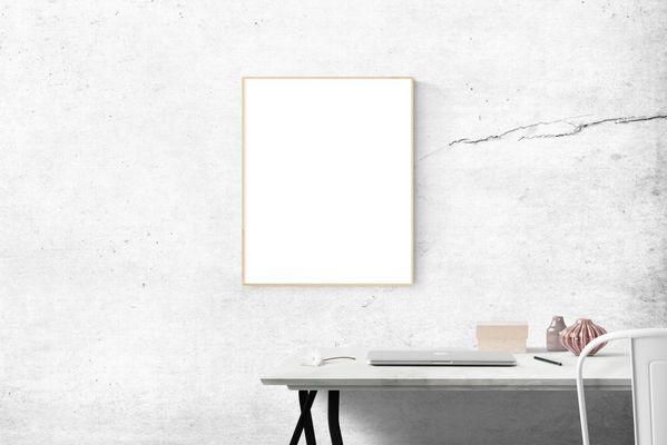 quadro con sfondo bianco