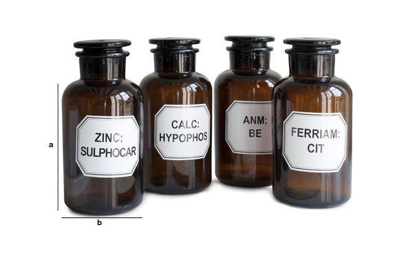 Dimensioni del prodotto Quattro flaconi da farmacista