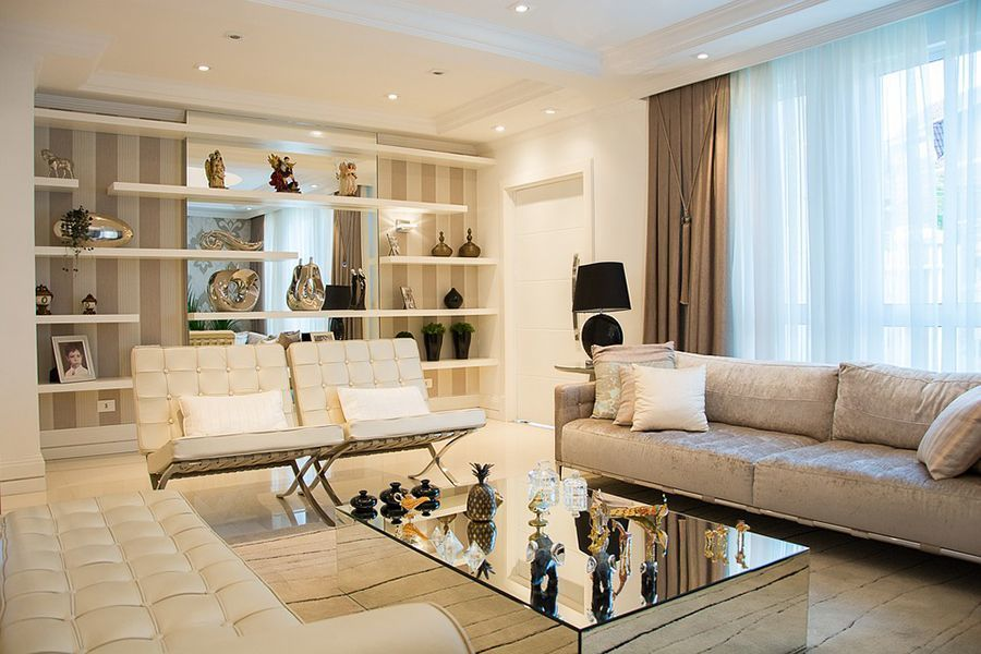 salotto in stile moderno con colori chiari