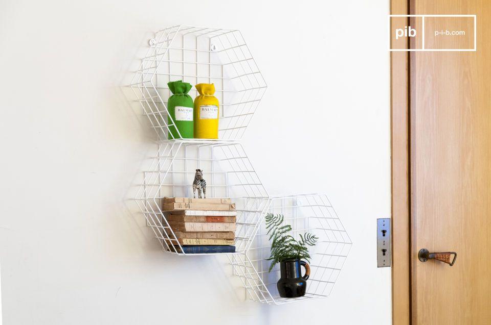 Uno degli scaffali metallici può trovare il suo posto in qualunque stanza della casa