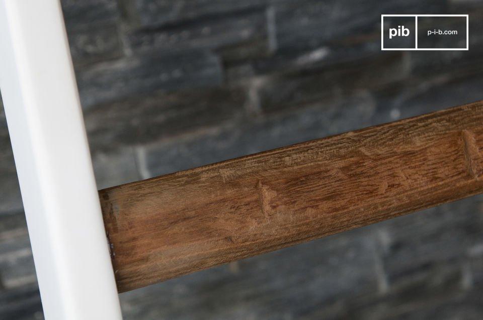 La scala decorativa Välli è un accessorio unico che si abbinerà alla perfezione ai vostri interni