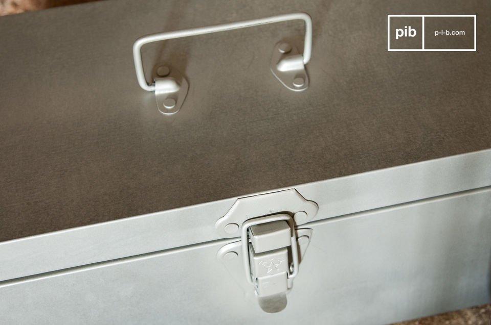 La scatola metallica stile vintage O\'Toole è un accessorio molto pratico che donerà ai vostri