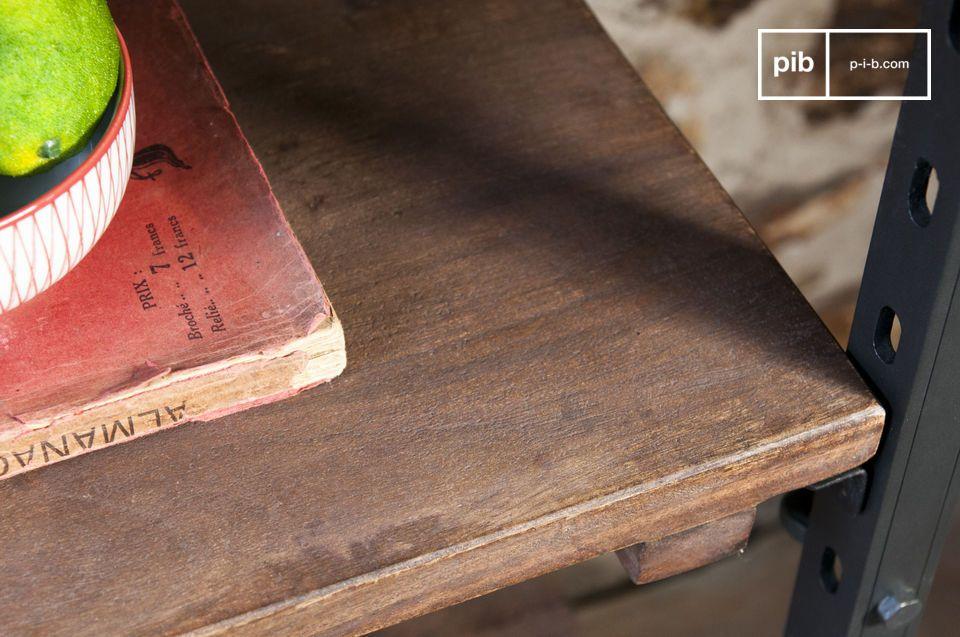 I pannelli in legno hanno una finitura spazzolata e leggermente ruvida al tatto che contribuisce