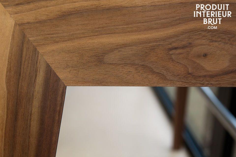 Questa scrivania in stile scandinavo ha linee eleganti e due cassetti molto pratici
