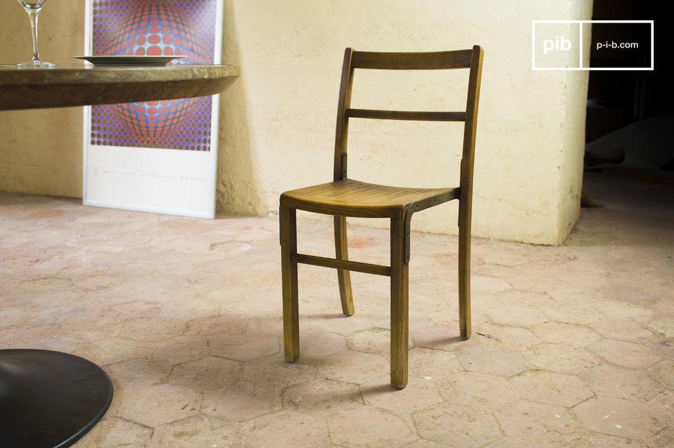 Una sedia per associare lo stile di arredamento vintage rustico allo spirito classico di una casa