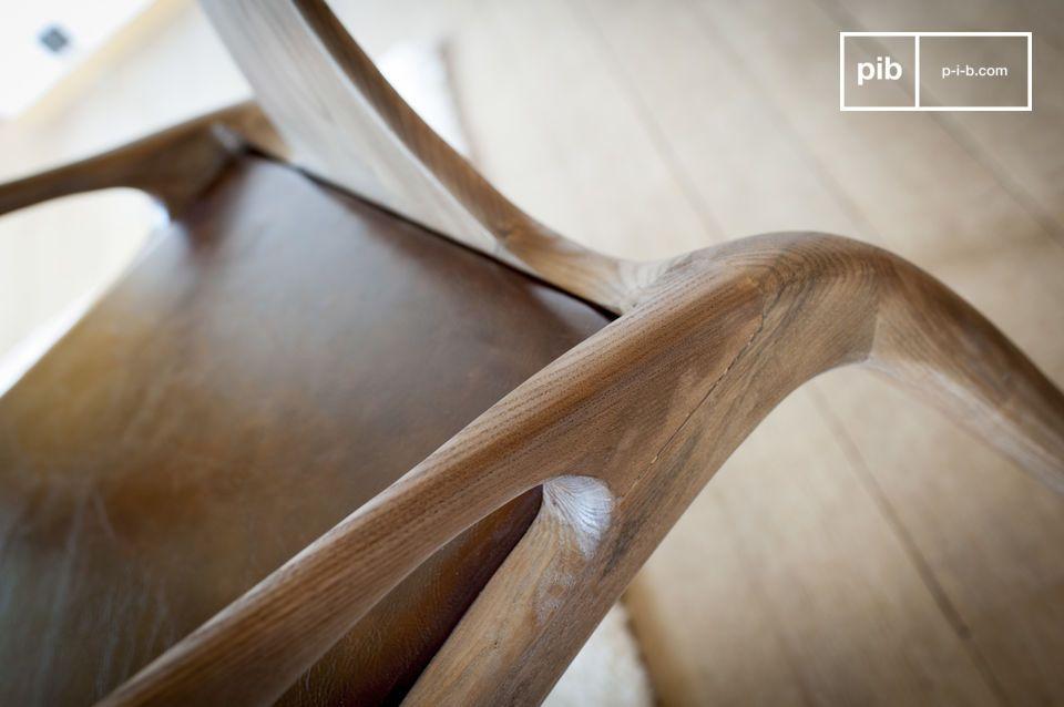 Il suo design è la testimonianza eloquente di un cabinetwork di qualità eccezionale