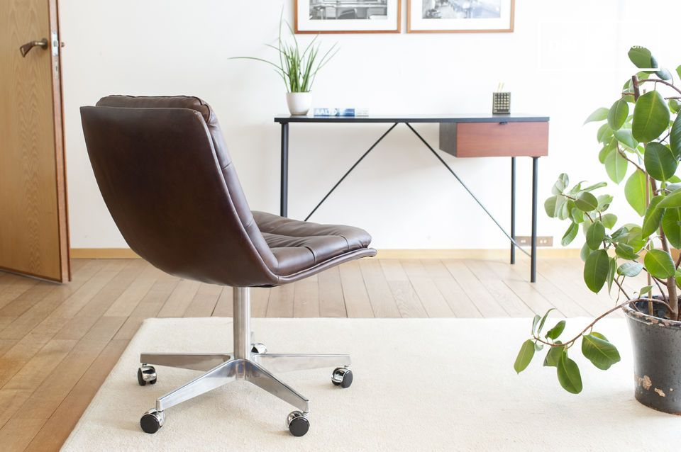 Il sedile è morbido, ma rimane stabile, ottimizzato per le posizioni di lavoro