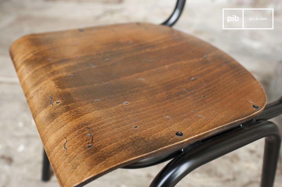 La sedia Doinel è un ottimo esempio di design vintage che richiama l\'arredamento delle scuole di