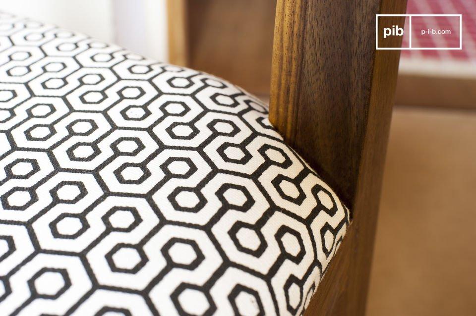 Realizzata in legno massiccio verniciato, la sedia Elsa è molto stabile e resistente
