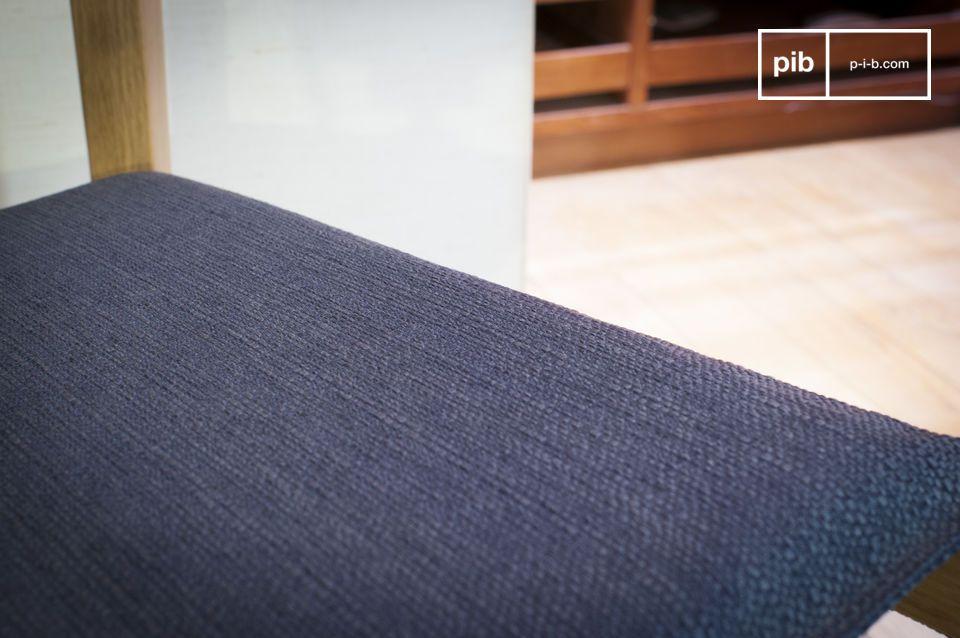 La sedia Elena è interamente realizzata in legno di quercia