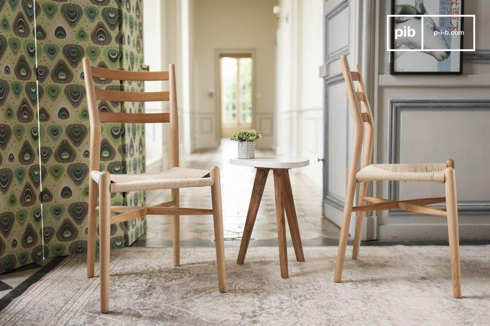 Una sedia dal design essenziale, ideale intorno ad un tavolo da pranzo
