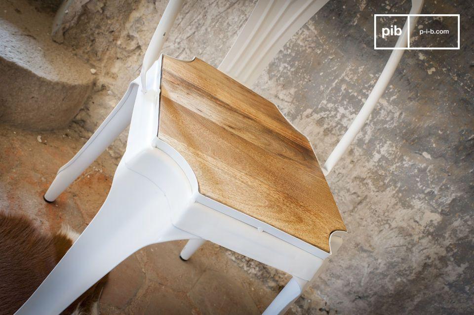 Perfetta combinazione di metallo bianco e legno