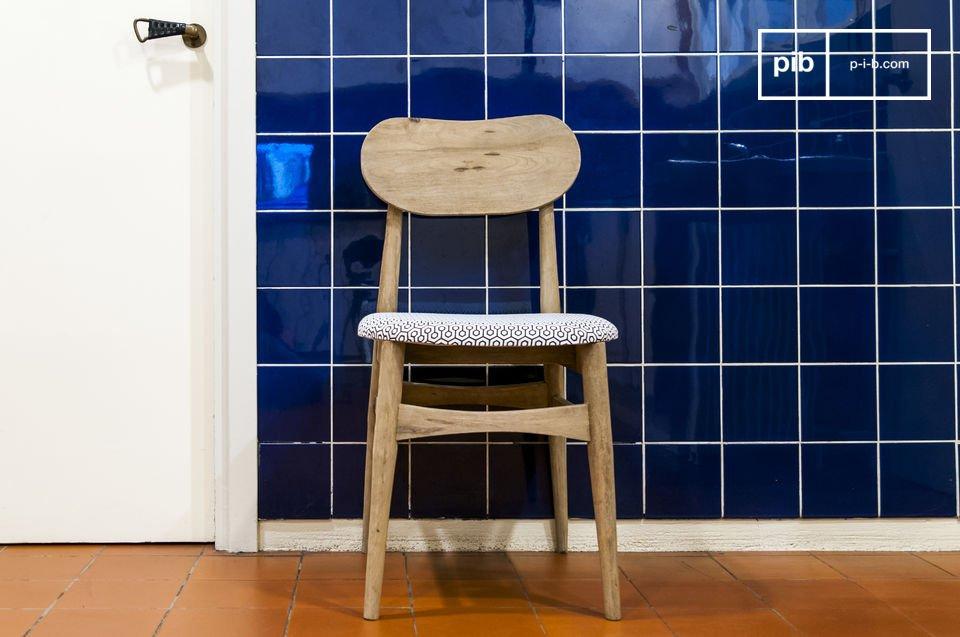 Linee e charm di una sedia vintage patinata
