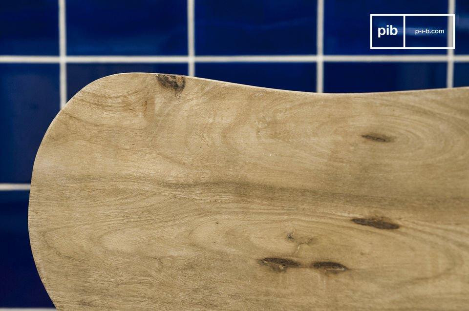 Interamente realizzata in legno massiccio, la sedia Jotün è estremamente stabile e resistente