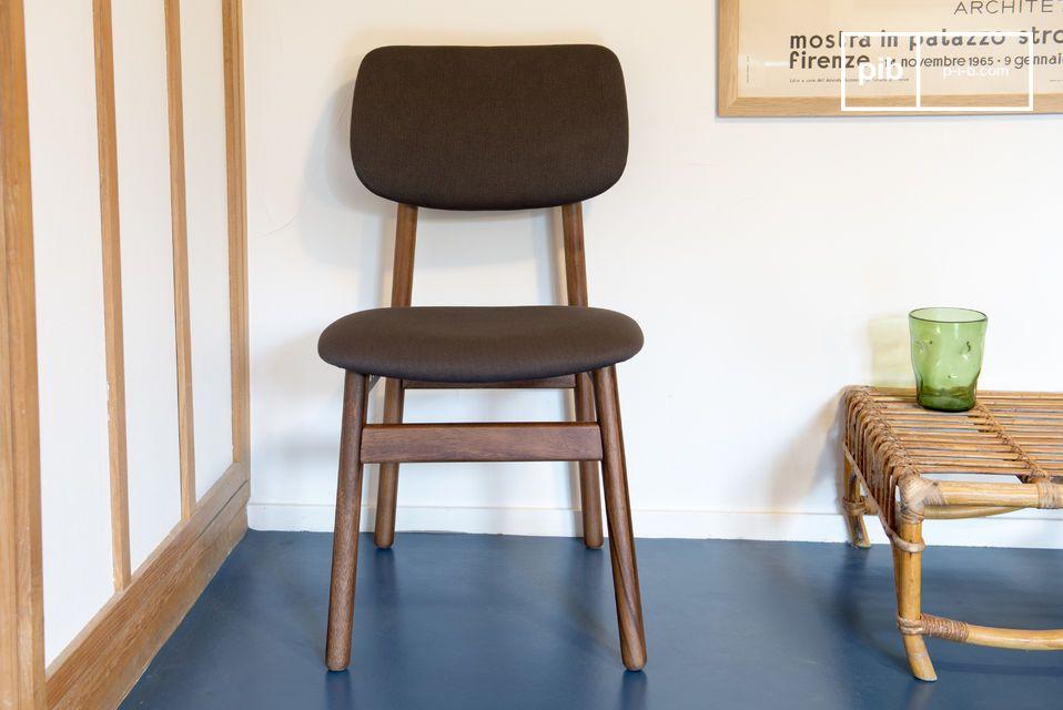 Una sedia comoda, perfetta intorno ad un tavolo da pranzo o davanti ad una scrivania