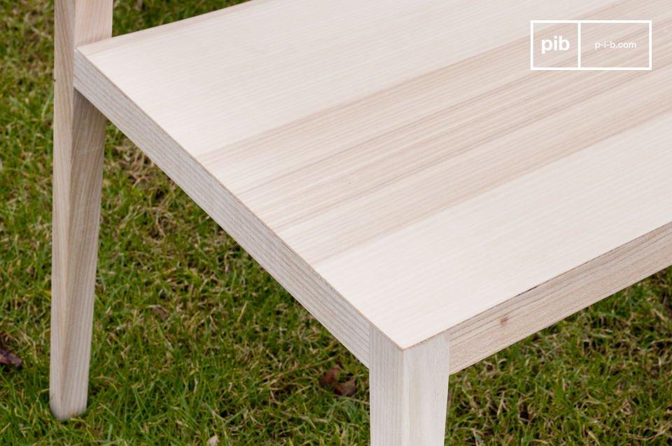 Le solide sedie anni 50 Nöten rappresentano tutte le qualità tipiche dello stile Nordico: minimal