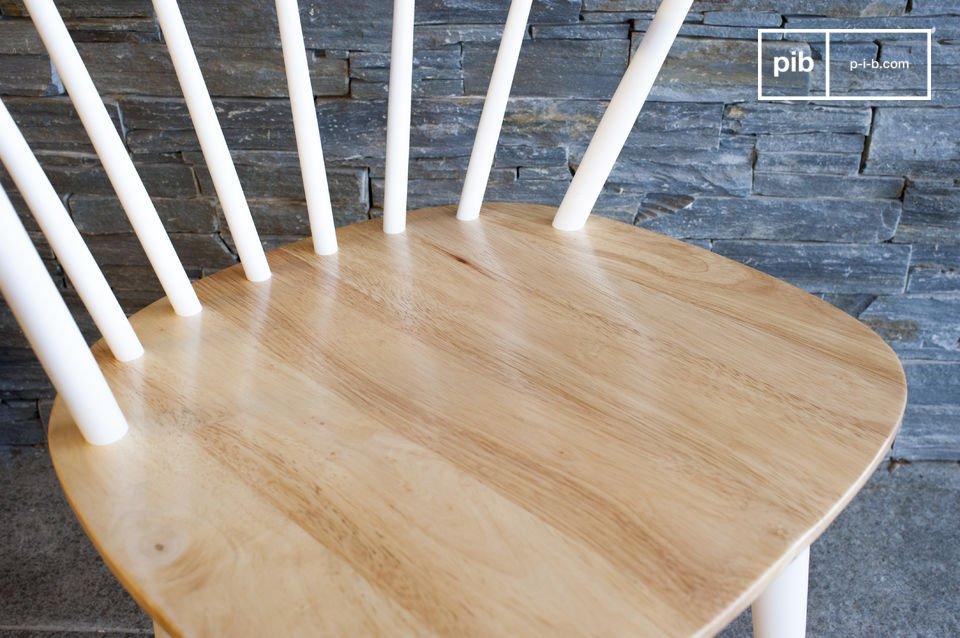 Linee semplici; 100% in legno.