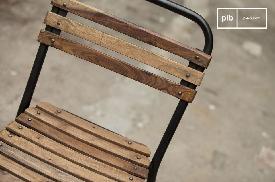 Lo Stile Industrial Vintage Combinato al Legno ed al Metallo