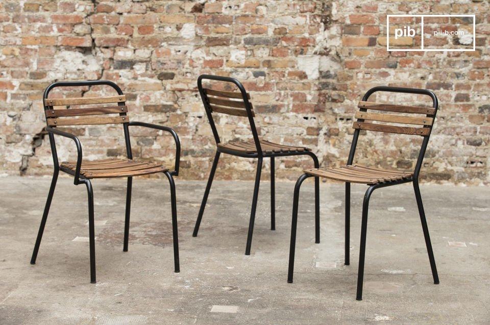 Una sedia robusta che combina acciaio e legno grezzo con un risultato estetico eccezionale
