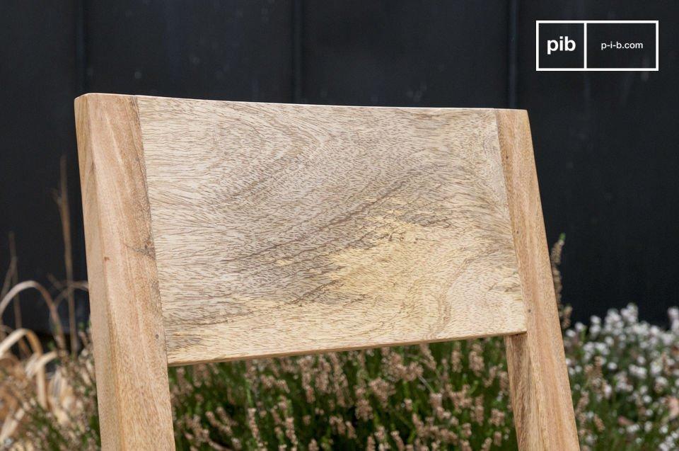 Interamente realizzata in legno