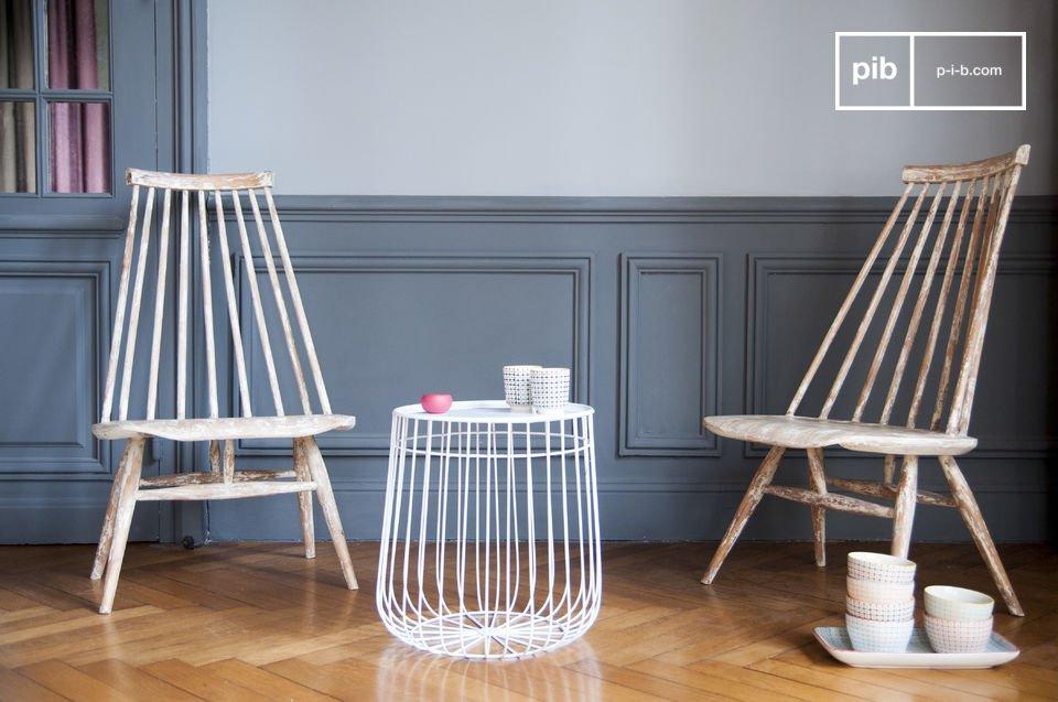 La sedia Nuvole Nordiche colpisce sia per la sua forma originale sia per il suo colore particolare