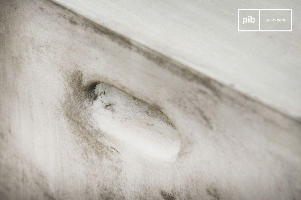 Di resina, fibra e cemento; alta e lunga 38cm